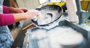 washing a pan