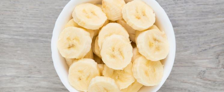 Bowl of sliced bananas