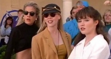 Kelly and Donna Wear Round Sunglasses