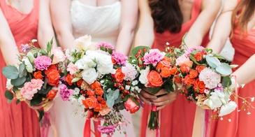 brides and bridesmaids bouqyets
