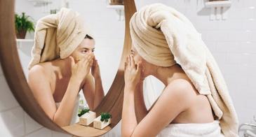 applying face mask